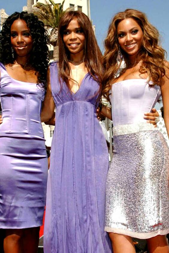 Vestidos de madrinas en lila y plateado.