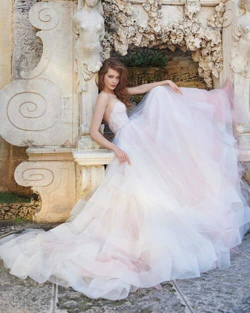 Vestidos de novia ultra románticos con una pizca de dulce modernismo.
