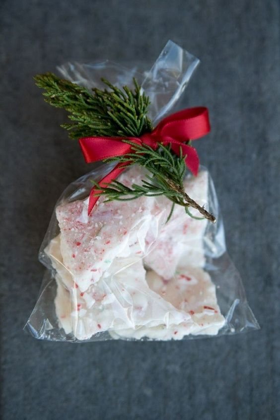 Peppermint bark wedding favors, a super simple DIY.