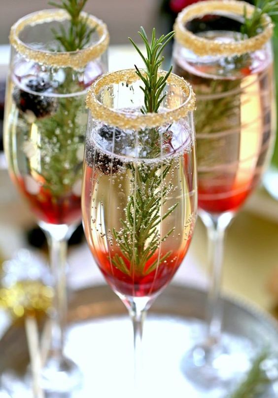 Add some woodland touches to your Christmas wedding drinks.