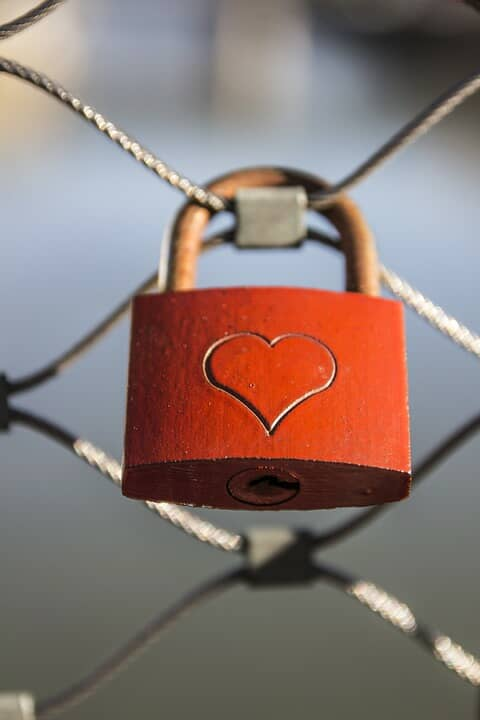 Padlock heart tutorial for Valentine's day for you to DIY.