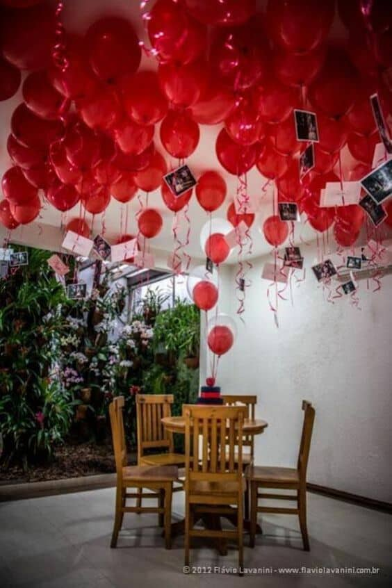 Balloons add a cheerful and romantic touch to you Valentine day decor. Photo: Flavio Lavanini.