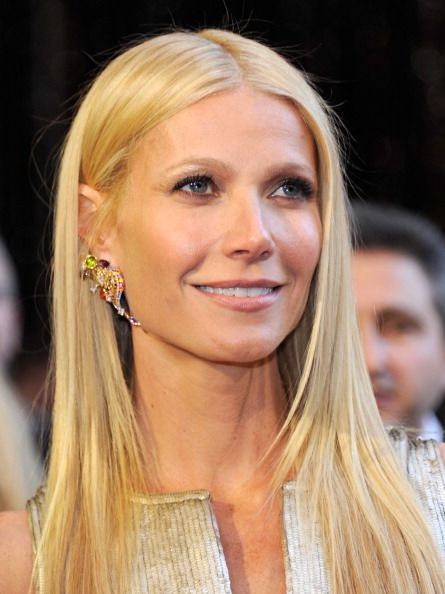 Gwyneth Paltrow totes rocks her thin lips.