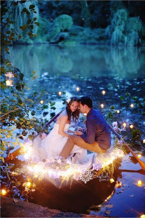 Si te obsesiona Disney y la naturaleza, ¿porque no tener una boda de cuento de hadas? Inspírate con estas ideas para una boda temática Blancanieves. Maya English Photo.