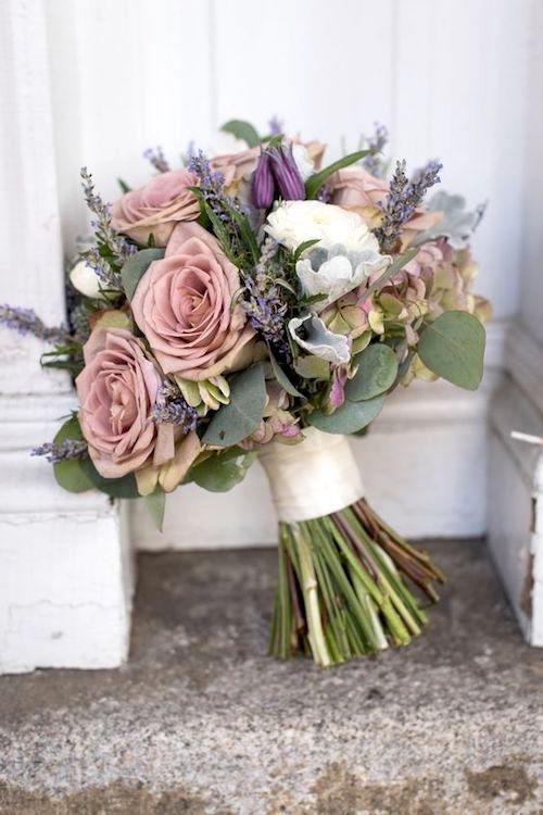 ¿Ya Pensaste en tu Ramo? Bouquet con inspiración vintage de rosas, ranúnculos, lavanda y hortensias.
