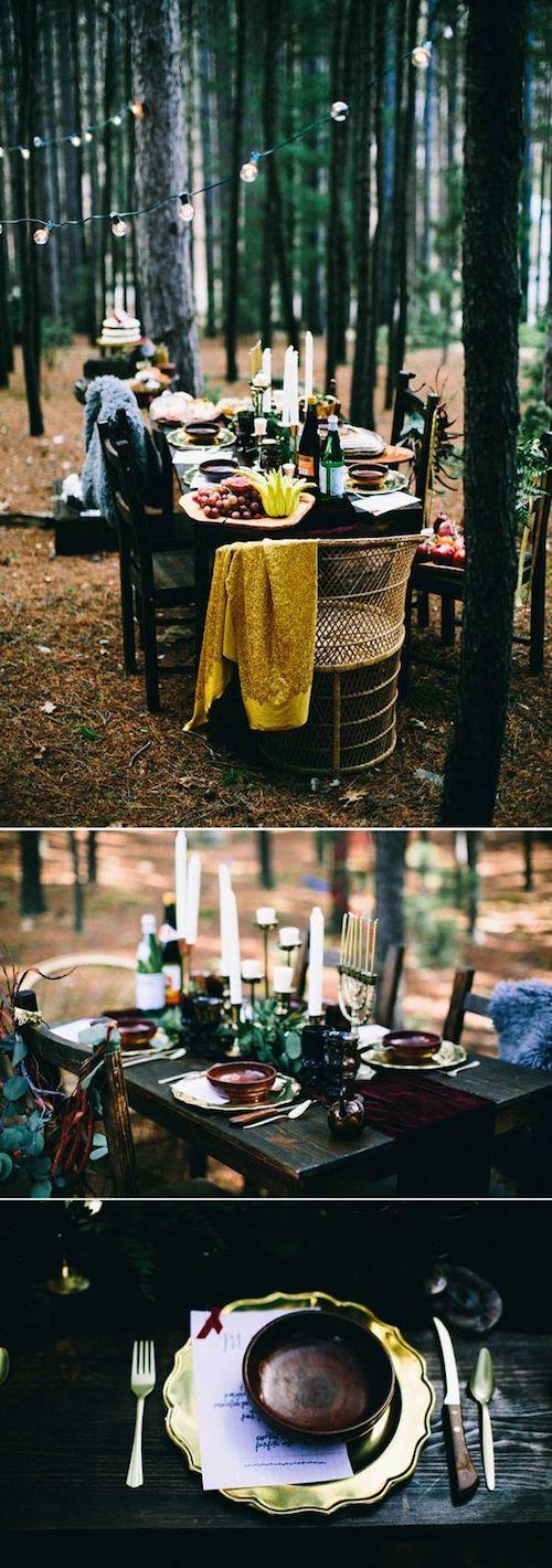 Si prefieres usar el azul y el amarillo - los otros dos colores de la vestimenta de Blancanieves - inspírate en esta decoración de mesa de bodas.