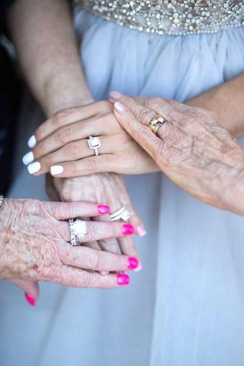 Aprovecha el Ensayo de Boda. Una foto con todas las generaciones de mujeres en la familia que puedes tomarte el día del ensayo de boda.