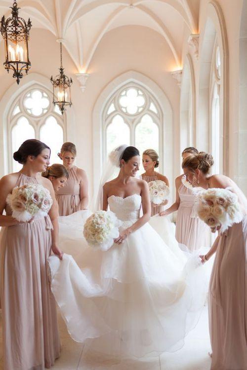 ¿Te casas en un Castillo? Hermosa fotografía de boda en Chateau Cocomar, Texas. Crédito de foto: Archetype.