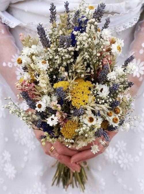 Antes de lanzar el ramo descubre estas superticiones y tradiciones de bodas. Un bouquet muy boho.