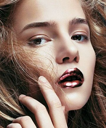 Dare to go all metal and discover how to get a long-lasting and perfect lip look.