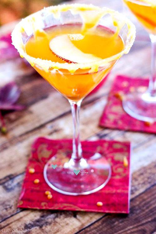Delicioso martini de caramelo salado y manzana. Vodka de manzana y vodka con sabor a caramelo, ideal para una boda de otoño.