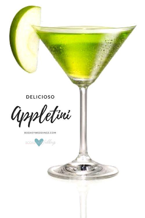 ¿Sabes que contiene el martini de manzana? Vodka, licor o jugo de manzana, una pizca de zumo de limón y 1 rodaja de manzana. ¡Presto!