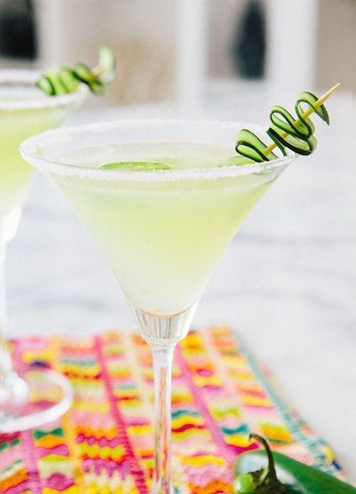 Las mejores recetas de martinis. Jalapeño Peach Martini a la mexicana.