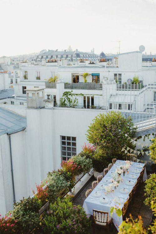 Organiza tu cena de ensayo en el balcón - o terraza- de tu edificio. Intimo y original.