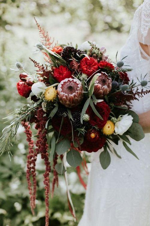 Un ramo de novia que es como un pedacito de bosque.