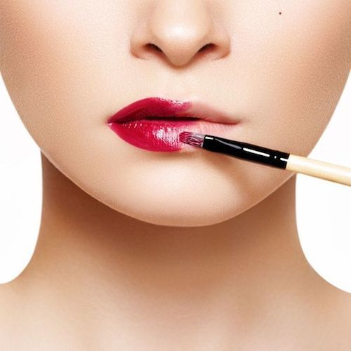 Craving fuller more luscious lips? Check out these thin lip makeup tips to plump them up!