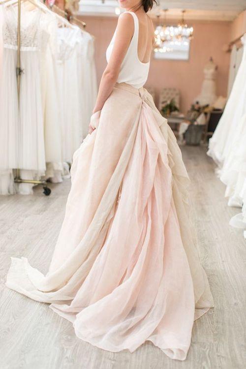 Tradiciones de Bodas que se Pierden Los vestidos de novia de dos piezas son tendencia. Fotografía: Josh Gruetzmacher.