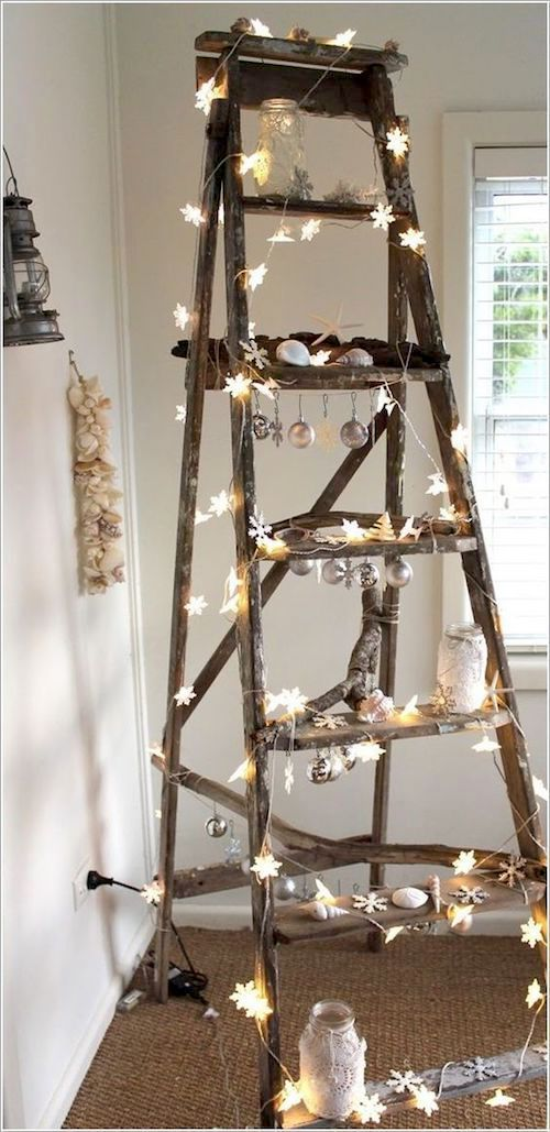 If you need to decorate a corner of your venue, think ladders. This one definitely spells out beachy.