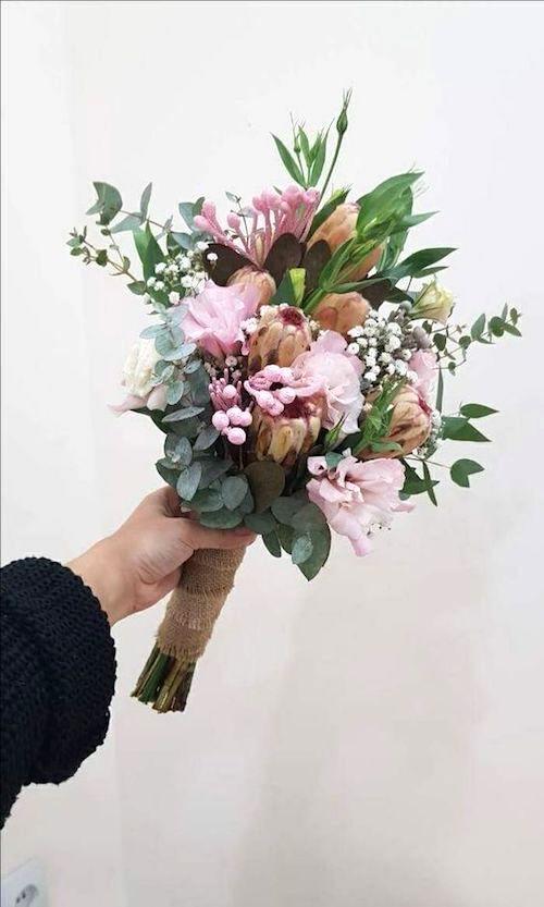 Choosing a wedding bouquet. Long or short.