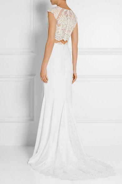 "La falda maxi blanca de Rime Arodaky está diseñada para la novia moderna. Este estilo crepe ""Pennington"" se completa con un impresionante top de encaje."
