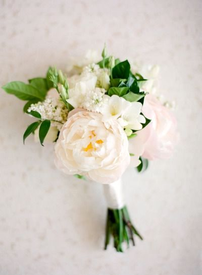 Classic glam floral design in white and blush. Photography: Jose Villa.