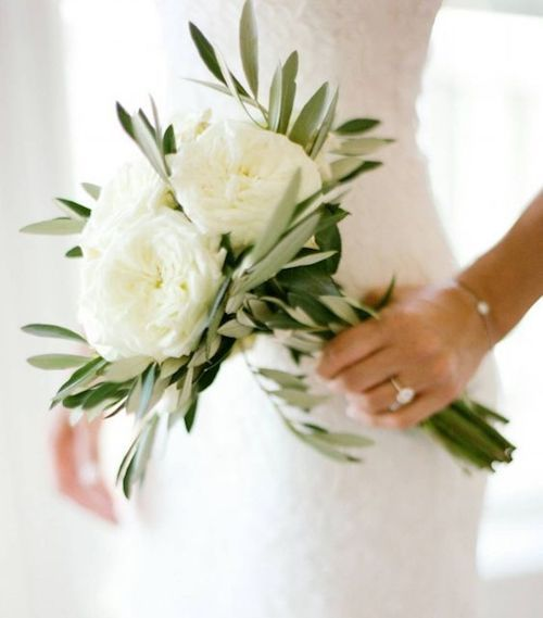 White hand-tied bouquet. Simple, modern and minimalistic.