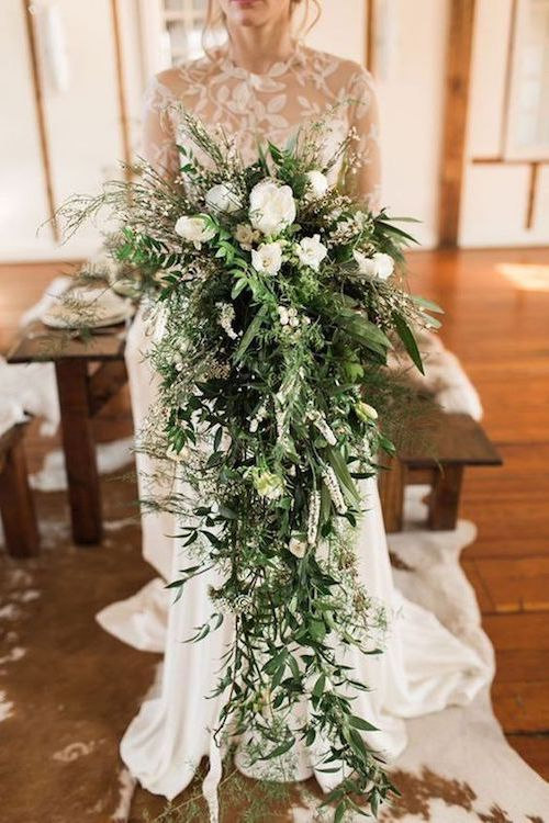 Are you a tall bride? Let us show you how to choose the perfect wedding bouquet. Cascading bridal bouquet.