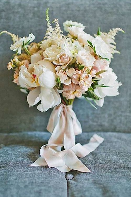 Discover how to pick the most perfect bridal bouquet ever. Blush wedding bouquets.