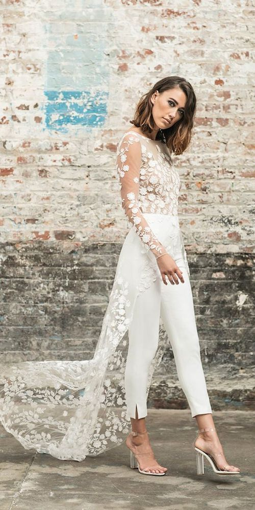 Un look sencillo de civil o segundas nupcias para una novia moderna de Rime Arodaky 2018.