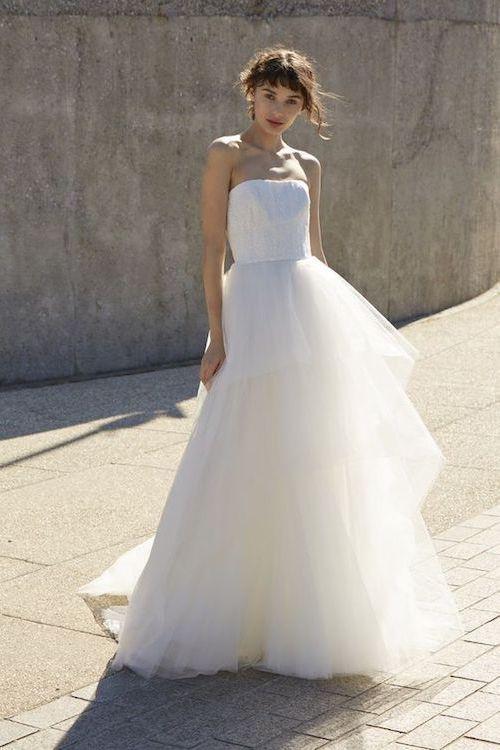 Vestido de novia de Nouvelle Amsale con una fabulosa falda de tul.
