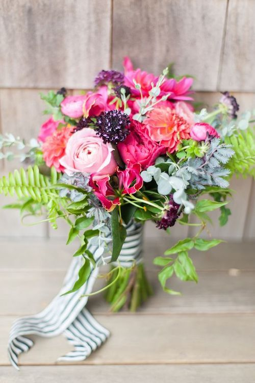 Summery flower arrangement. Photography: Leila Brewster. Floral Design: Hana Floral Design.