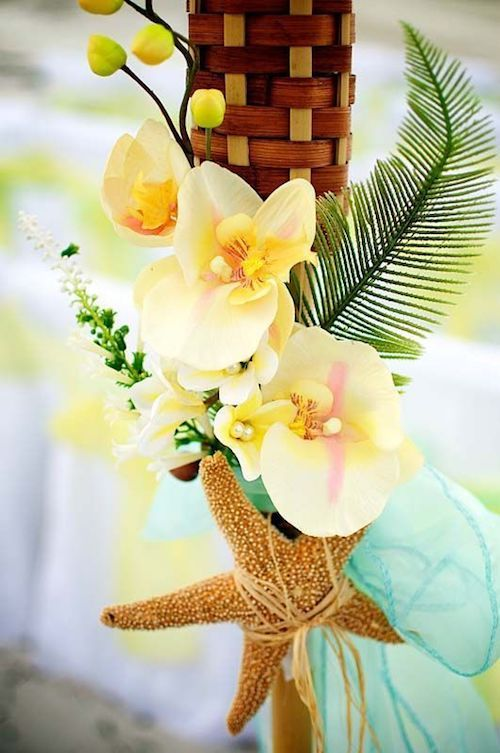 Tiki decor for a South Florida Gen Z yellow wedding. Lovely, classy and easy to DIY.