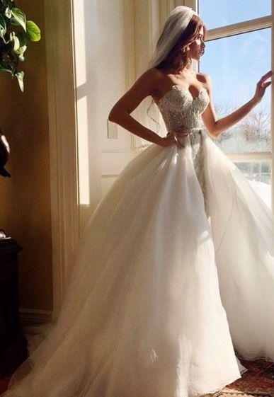 Una colección de diferentes tipos de velos de novia para que elijas el que lucirás en el día de tu boda. Velo al codo.