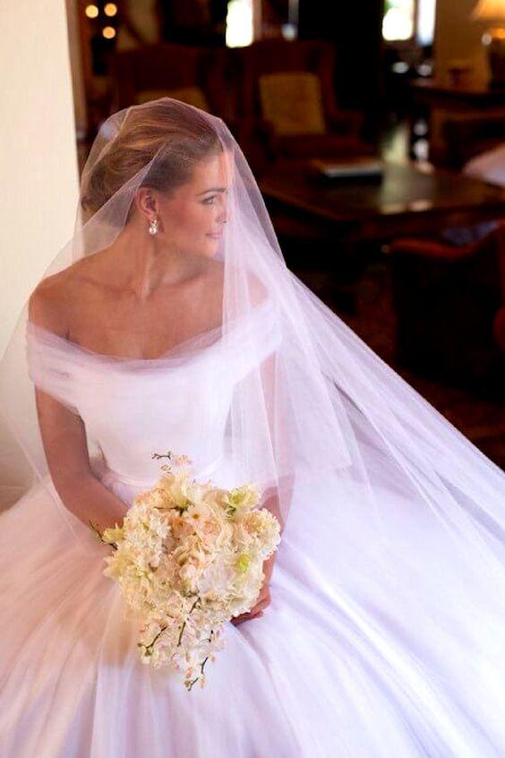 Vestidos de novia con velo catedral