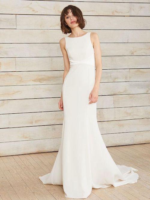 La belleza del minimalismo de refleja en el vestido Philipa de Nouvelle Amsale primavera 2018.