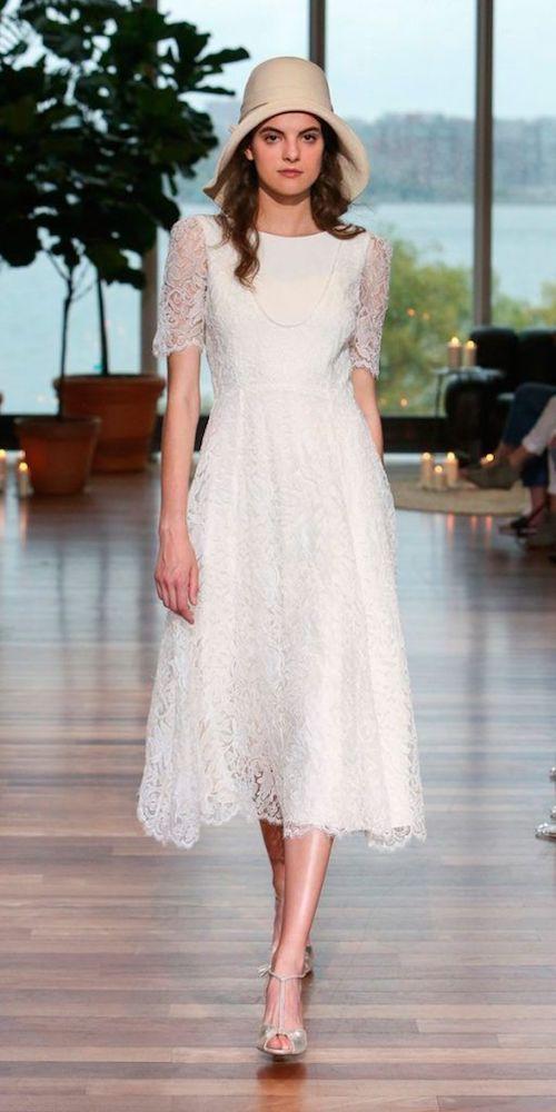 Dulce vestido a media pierna para una boda de día de Monique L'huillier. Vestidos de novia sencillos.