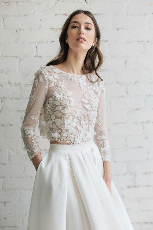 Siempre me ha encantado la idea de un vestido de novia de dos piezas, ya que permite a la novia mezclar y combinar estilos y formas para crear un look único que la refleja. Vestido de Jurgita Bridal.
