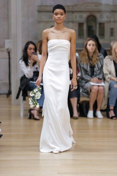 Vestidos de novia sencillos cargados de sobriedad, belleza y minimalismo de Oscar de la Renta.