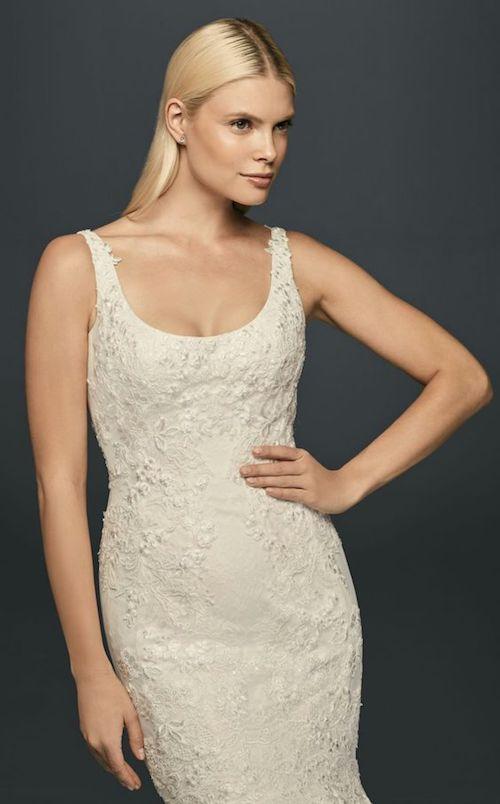 Vestidos sencillos para novias rellenitas de Zac Posen para David's Bridal. ¡Luce tus curvas. chica!