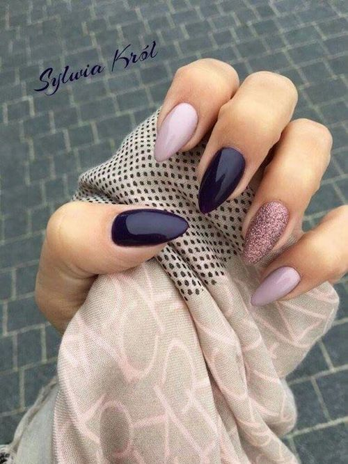 Almond nails in shades of purple and lilac with a glittery accent nail by Sylvia Krol.