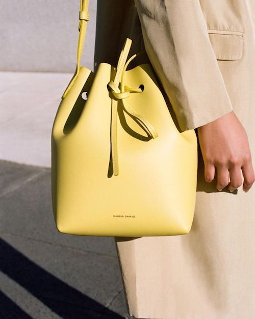 Bolso de cuero de Mansur Gavriel, los diseñadores neoyorkinos cuyas creaciones causan furor. Absolutamente divino.