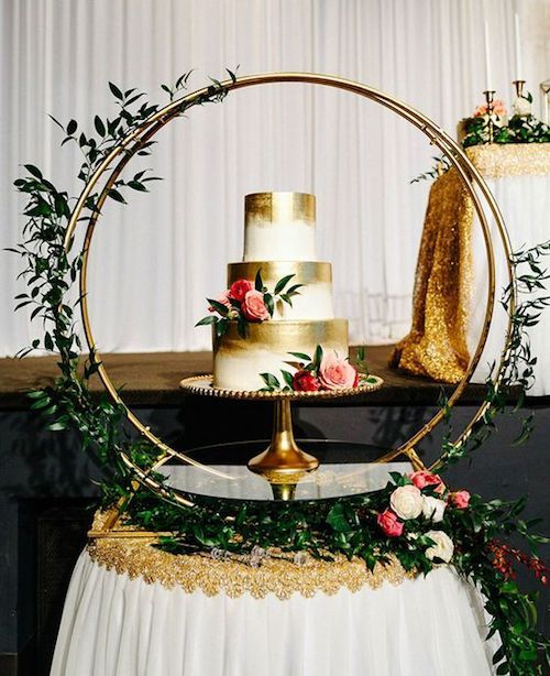 Gnarly idea for giant wedding wreaths. Make it your cake stand.