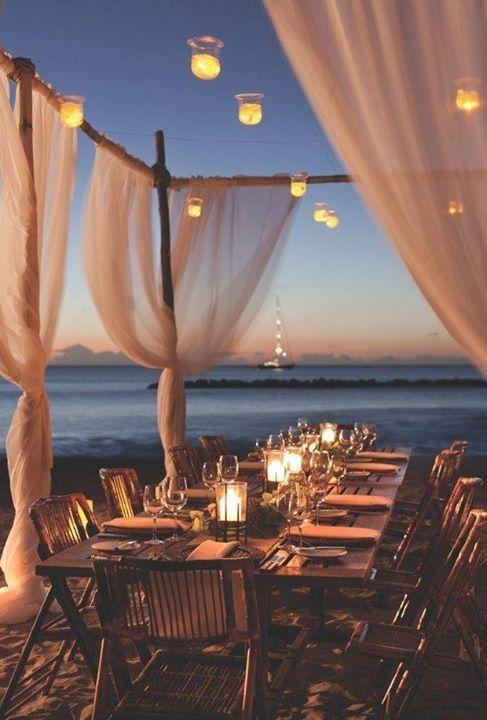 Sin necesidad de flores, estas ideas para bodas en playas te harán soñar con el encanto del mar y la arena entre tus pies.