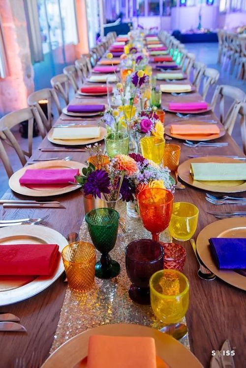 Ideas de centros de mesa para bodas en la playa las m s for Bright colored side tables