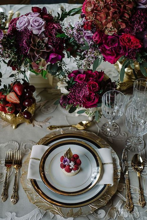 Golden charger plates and filigreed plates denote luxury on this spring moody wedding aesthetic. The grape and strawberries accompaniment is perfect for this season. Photography: Mimmo & Co.