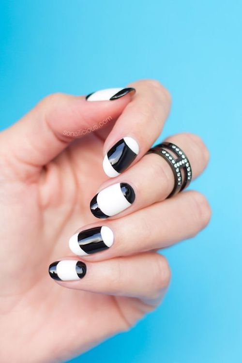 When less is so much more. Minimalistic french nail mod, nail art in black and white.