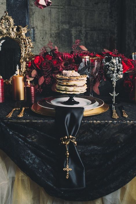 Royalty anyone? Heads over heels in love over this dark & moody wedding aesthetic. Black, crimson red and gold.