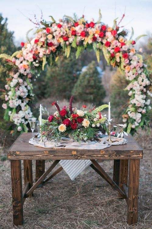 If this is not the most adorable sweetheart table, i don't know which one is. The giant wreath backdrop completes the vibe.