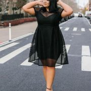 Lujo total en este vestidito negro en tallas grandes.