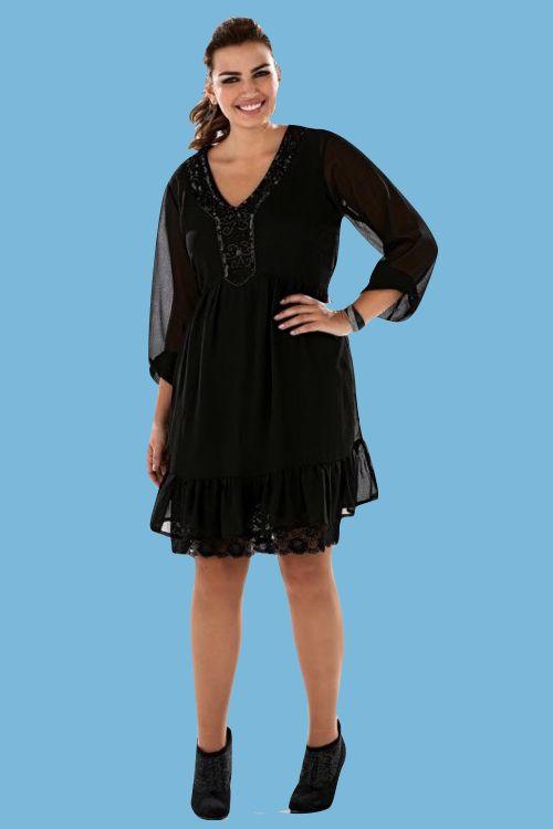 Un vestido más sobrio y con mangas para una ocasión formal o informal.